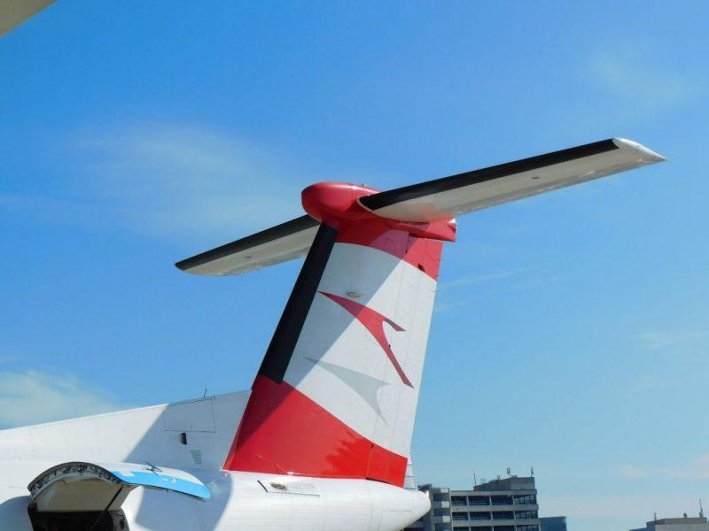 Heckflosse einer DHC Dash 8-400 (Foto: René Steuer).