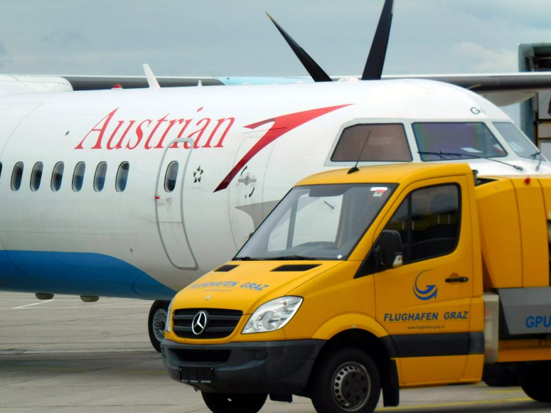DHC Dash 8-400 am Flughafen Graz (Foto: Jan Gruber).