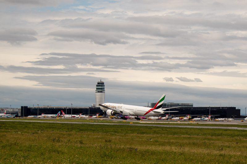 Boeing 777-300ER am Flughafen Wien (Foto: Emirates Airline).