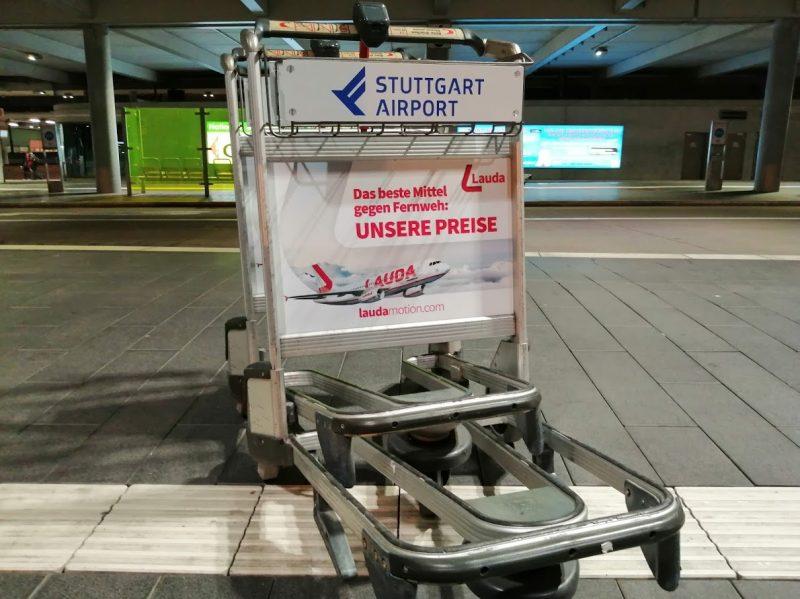 Kofferwagen am Flughafen Stuttgart (Foto: Jan Gruber).