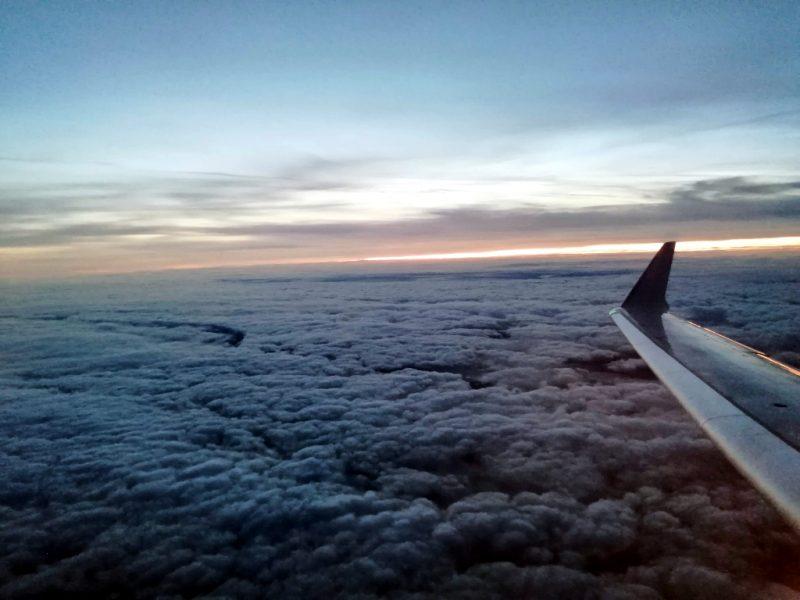 Blick aus dem Fenster eines Bombardier CRJ-900 (Foto: Robert Spohr).