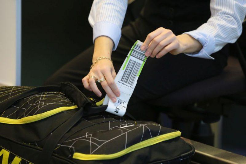 Koffer-Label am Check-in am Flughafen Salzburg (Foto: Salzburg Airport Presse).