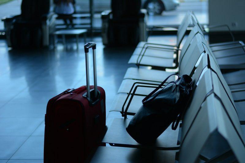Gepäckstücke in einem Terminal (Foto: Pixabay).